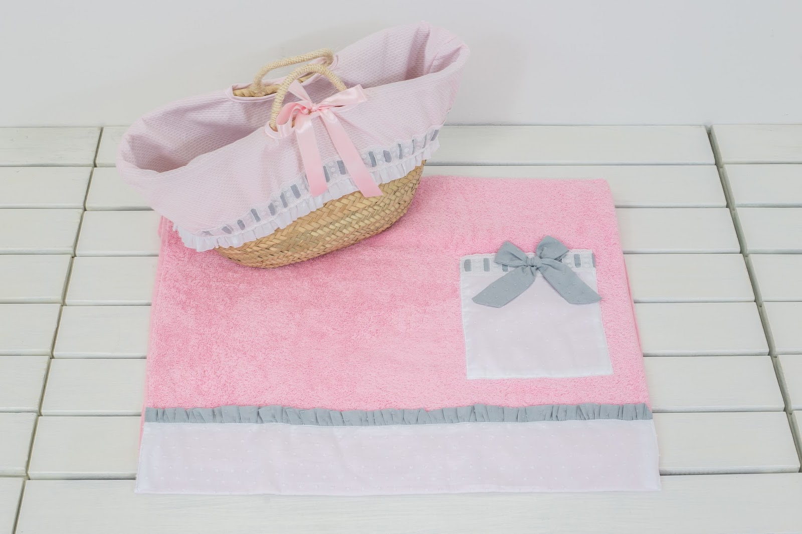 Capazo y toalla de playa colecci n nubes unikko beb s - Toallas infantiles personalizadas ...