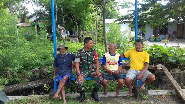 Musim Hujan Babinsa Koramil 23/Ceper Himbau Masyarakat Berhati hati