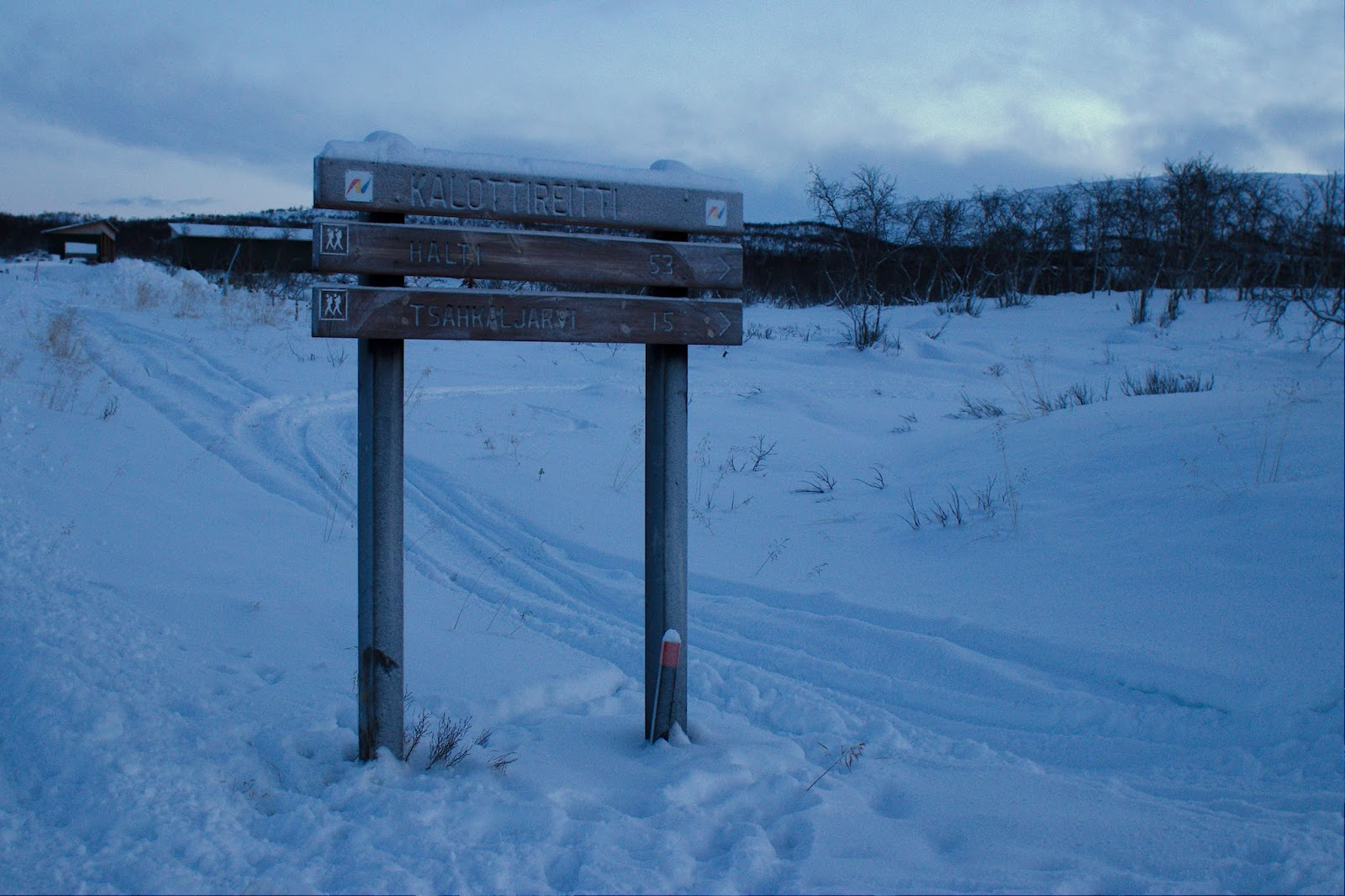 Kalottireitin lähtöpiste Kilpisjärven kylällä