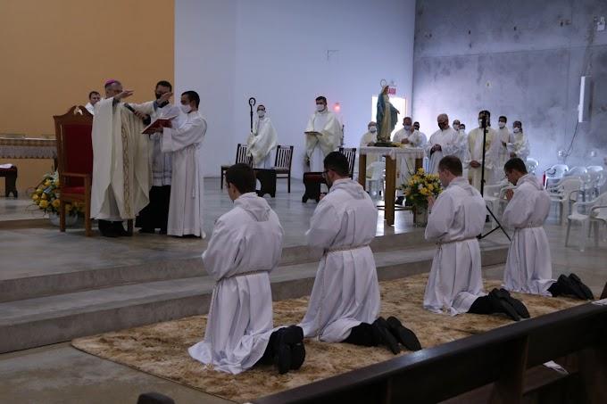 Diocese de Joinville ordena 4 novos Diáconos
