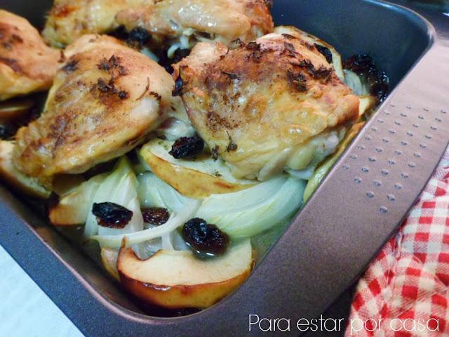 Para estar por casa pollo asado con manzanas y pasas for Cocinar un pollo entero