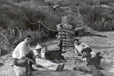Miembros del grupo GALCIT en Arroyo Seco.  Rudolph Schott , Amo Smith , Frank Malina , Ed Forman, y Jack Parsons.  NASA-JPL