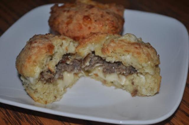 Keto Stuffed Breakfast Biscuits #keto #breakfast