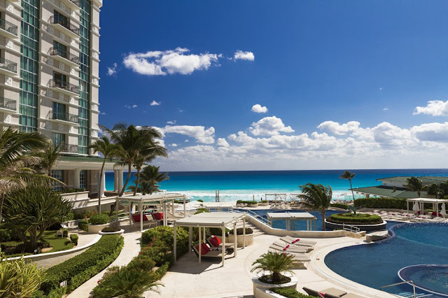 "Sandos Cancun Lifestyle Resort All Inclusive is a one of a kind hotel presenting the right blend of beauty, elegance and understated luxury allowing for the most discerning travelers to fully relax. The exclusive ""Total Gourmet Experience"" will awake your senses and delight your palate with a variety of exquisite flavors."