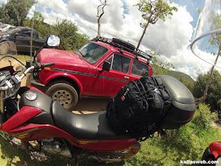 No estacionamento da Cachoeira do Moinho em Milho Verde/MG.