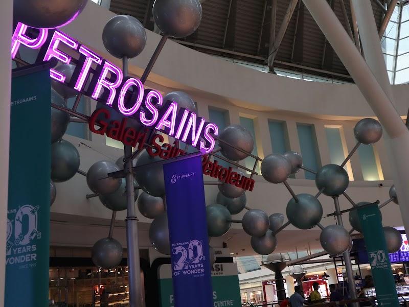 Menjelajahi Wisata Ilmu Pengetahuan, Teknologi, Engineering dan Matematika Lebih Dekat di Petrosains