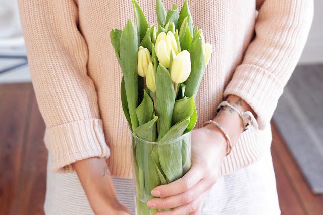 Mehr Entspannung im Alltag auf Blog aus Kiel Fleur et Fatale mit frischen Tulpen