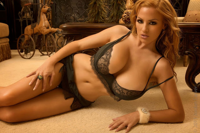 hot-sexy-Jordan-Carver-Christmas-2011-photo-shoot-picture-23