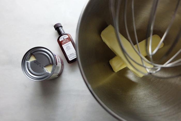 little bottle of clear vanilla extract