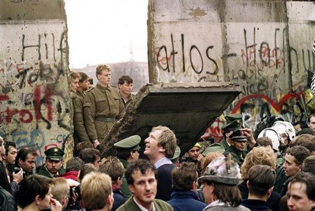 Bantuan makanan Tembok Berlin