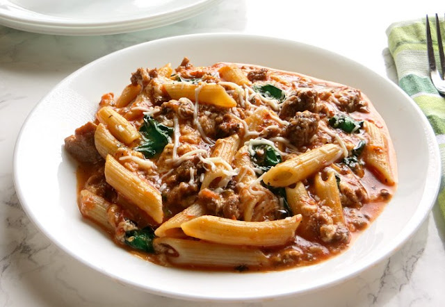 Slow Cooker Beef and Cheese Pasta #dinner #slowcooker