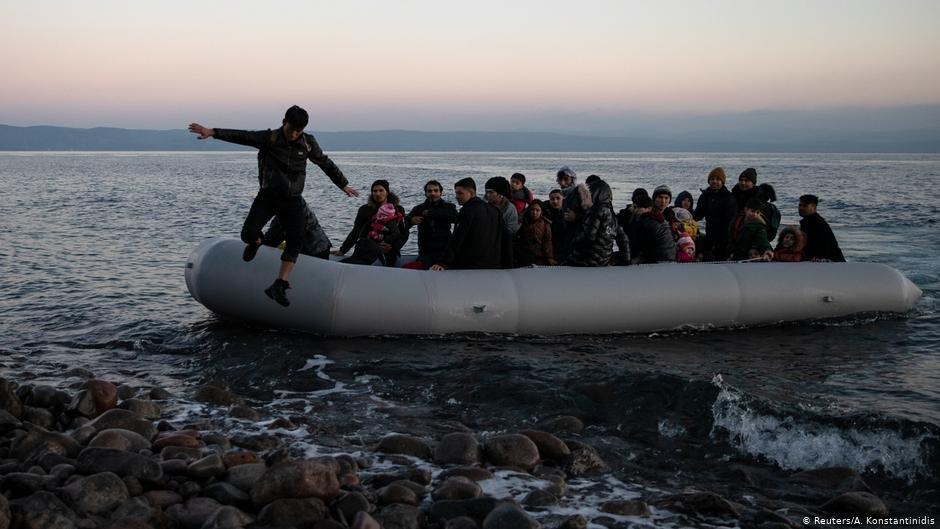 """Grèce : Une frontière flottante au large de Lesbos bientôt installée """"Athènes espère réduire les arrivées de migrants"""""""