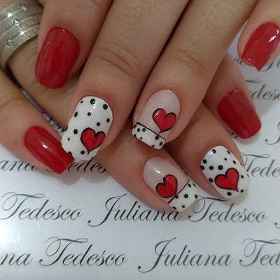 decoração de unhas vermelhas com corações