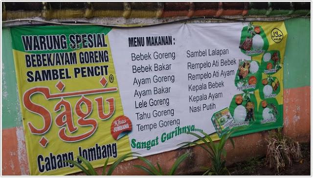 Baner menu di dinding pagar