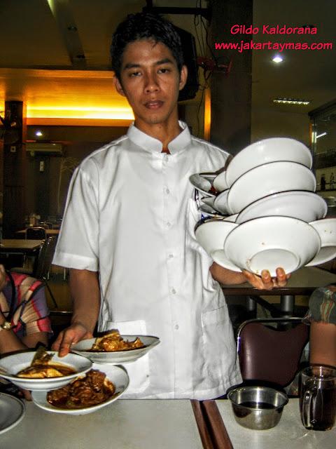 Camarero de comida padang
