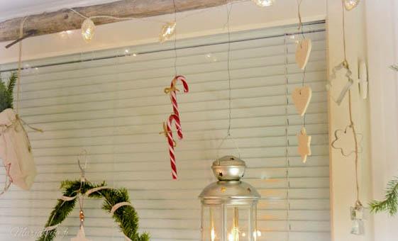 kuusi kranssi vanha henkari heinäseiväs verhotanko kuusi koriste joulukoriste