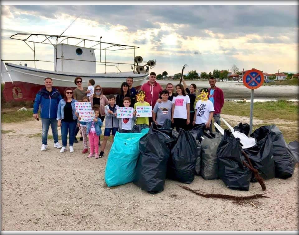 Εθελοντές μάζεψαν σκούπιδια στο λιμάνι των Αβδήρων [ΦΩΤΟ]