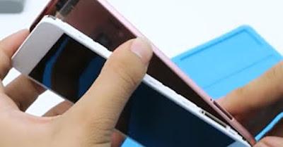 Melepaskan Casing Handphone