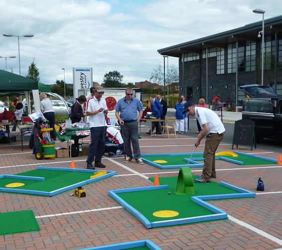 Richard Gottfried playing a Putterfingers Course at Oswestry Games