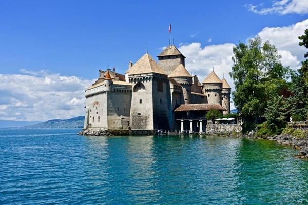 ปราสาทชิลยอง (Castle of Chillon: Château de Chillon)
