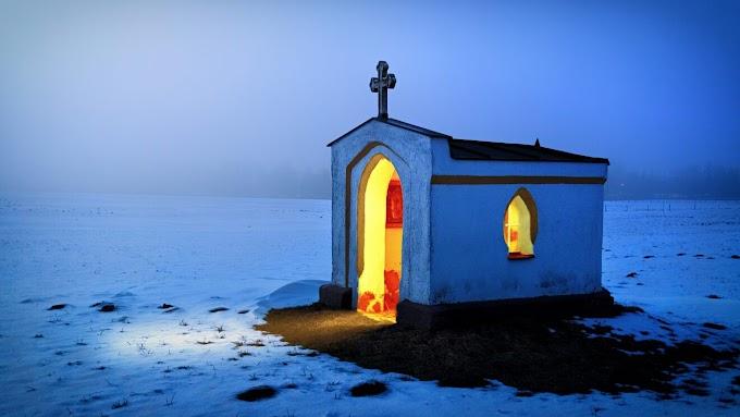Kereszténygyalázás: a kígyó a saját farkába harap?