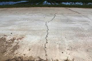 vết nứt sân bê tông