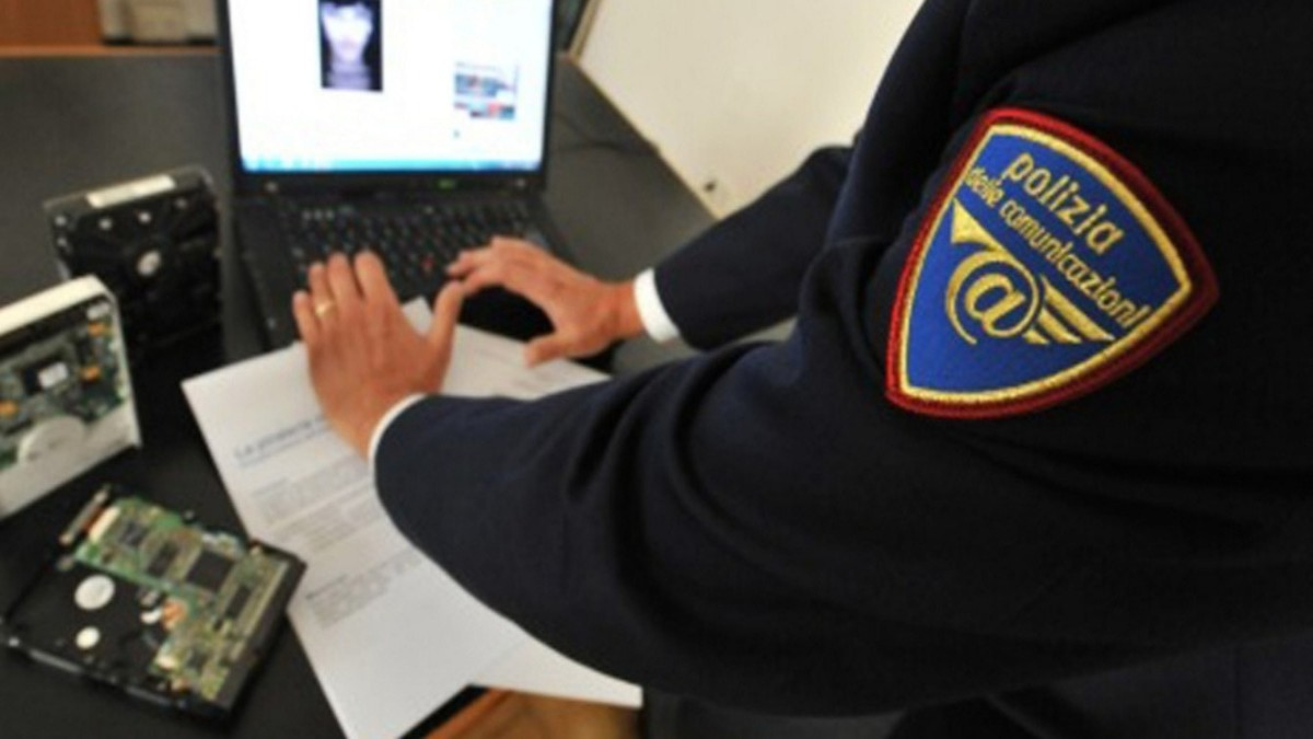 Polizia Postale durante indagini