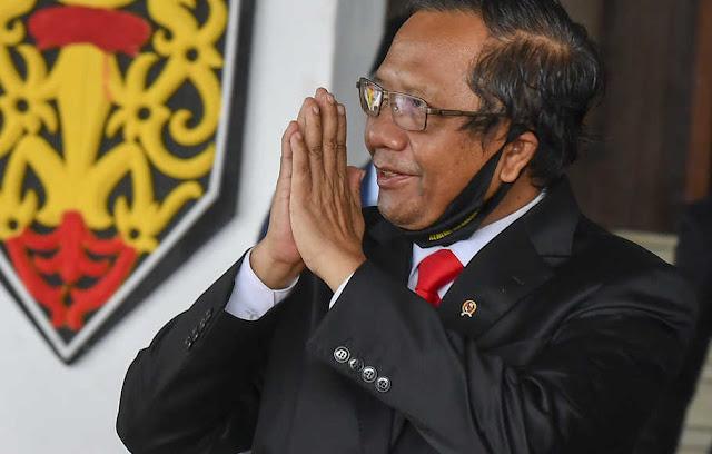 pak Mahfud bahkan pak Jokowi tak berdaya. Semua ini karena sistem yang rusak, yakni sistem sekuler demokrasi hasil pikiran manusia.