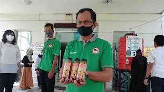 Kelompok Tani Serahkan 70 Botol Untuk Tenaga Medis di RSUD Kudungga