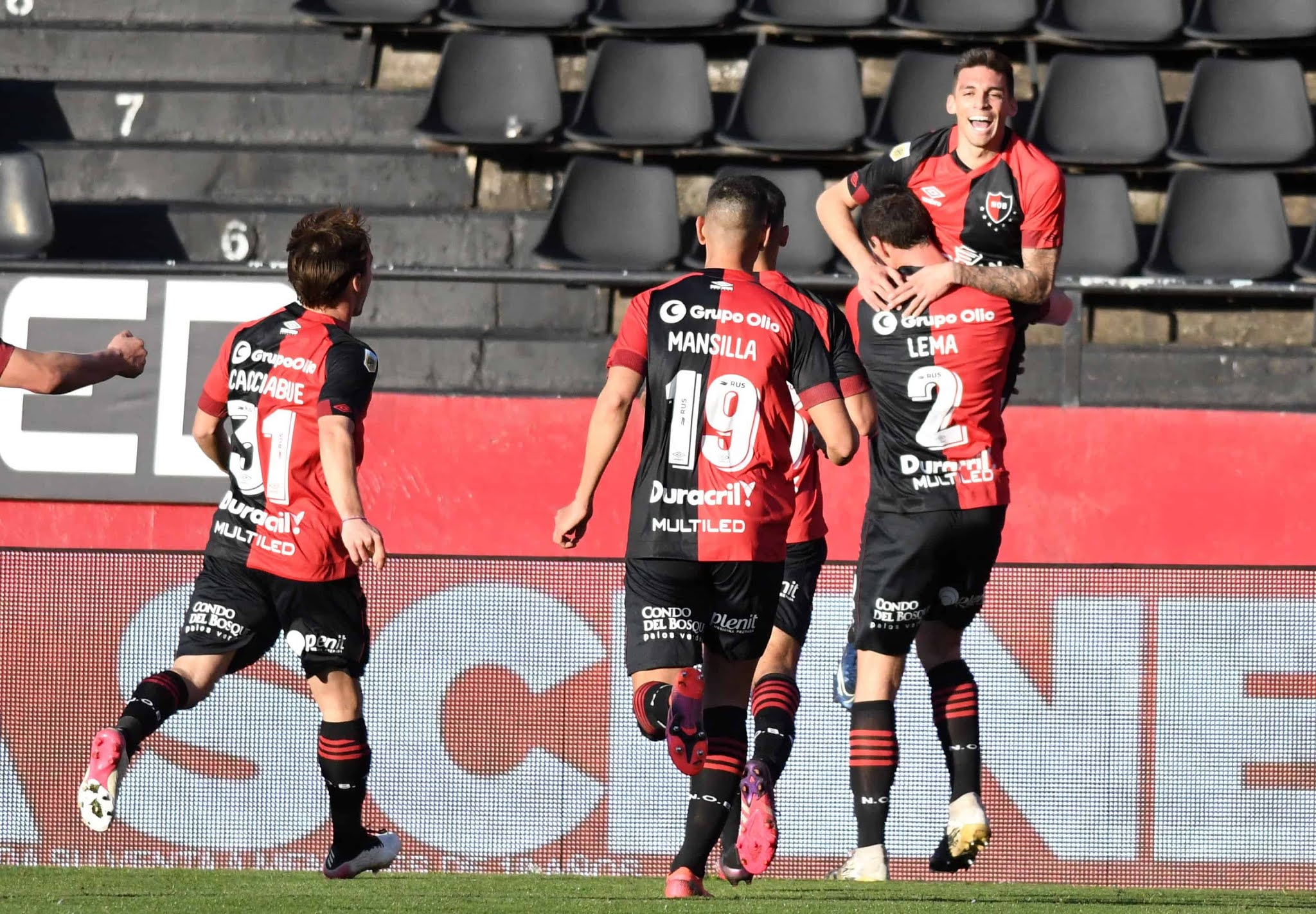 Newells lo dio vuelta y venció 3-2 a Talleres en Rosario