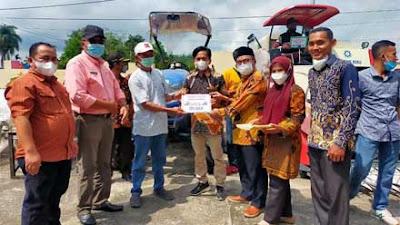 Peduli Petani, Anggota DPR Hermanto Serahkan Alsintan untuk 40 Keltan di Dharmasraya