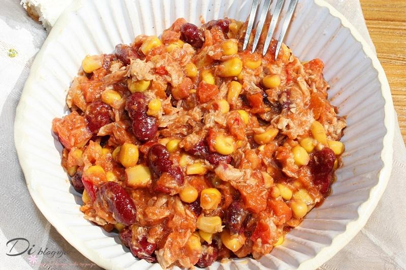 Warzywna sałatka z tuńczykiem po meksykańsku