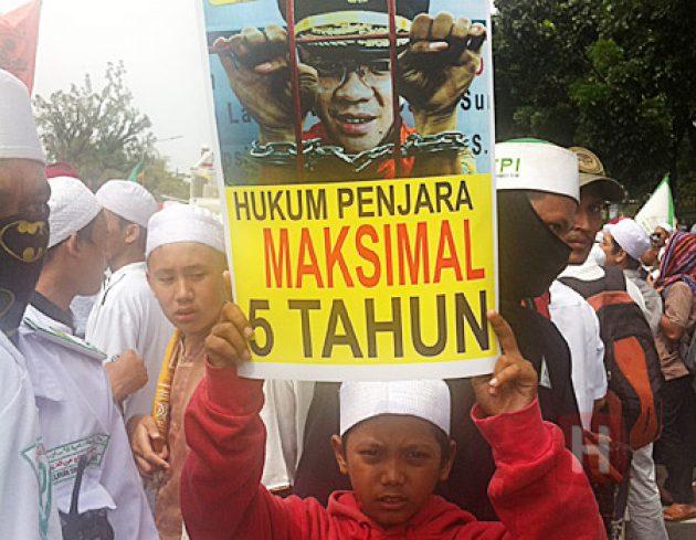 HTI 'Dibubarkan' Jelang Vonis Ahok, Umat Diimbau Tetap Kawal Sidang Hari Ini