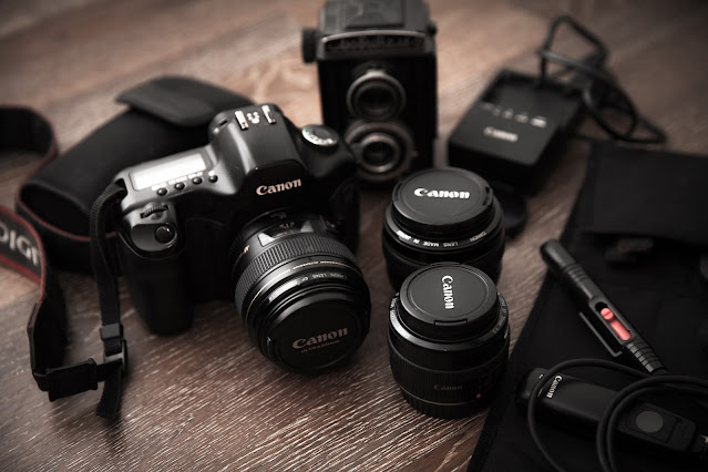 What are the factors that determine lens quality?