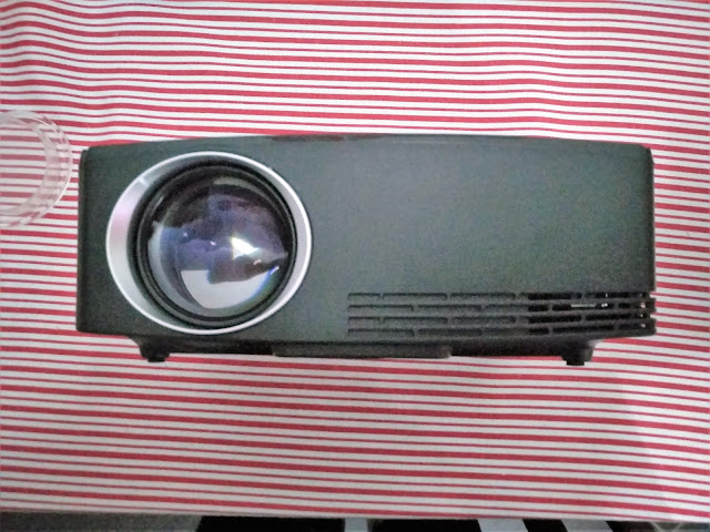 C80 LED LCD Projector