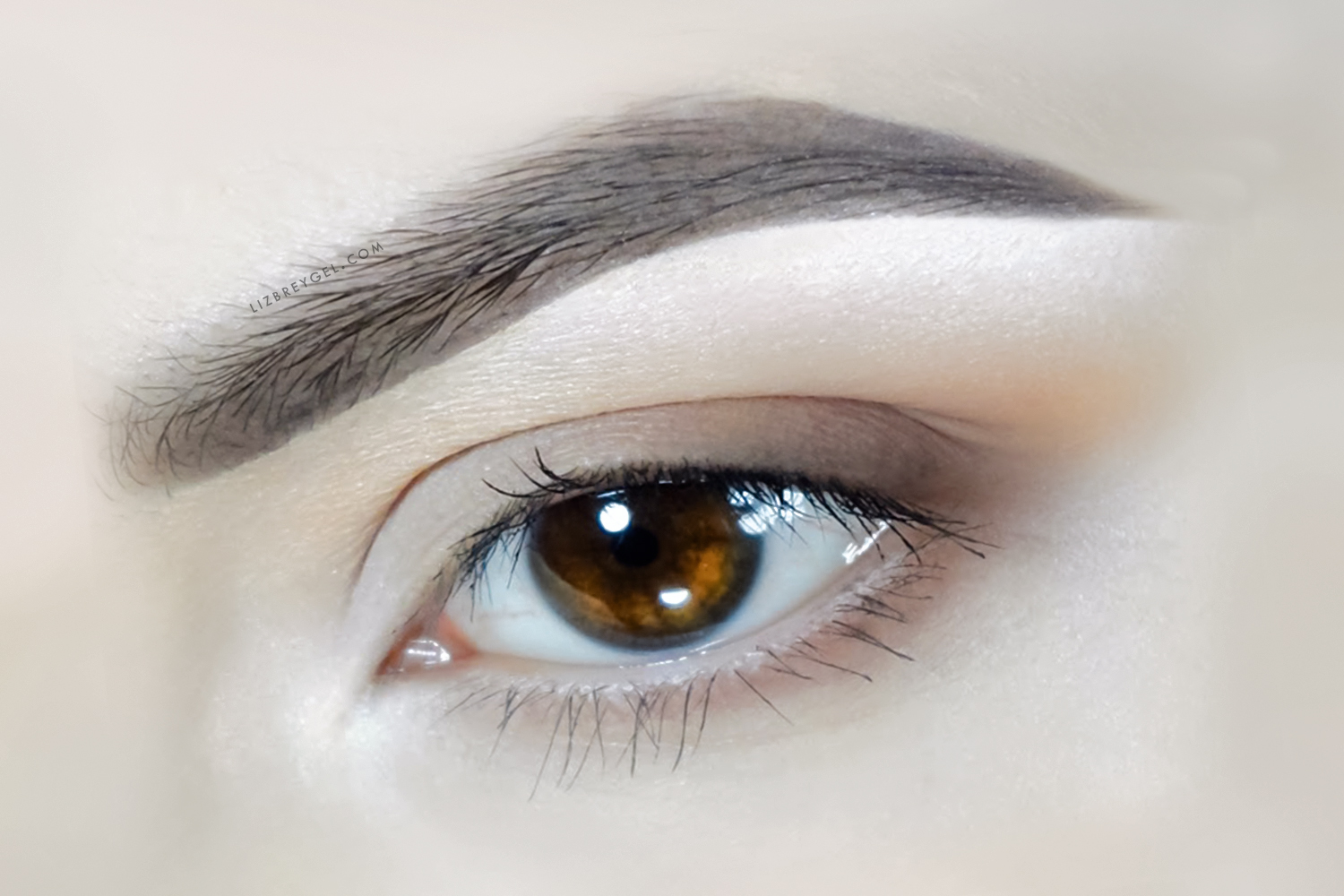 a close up image of ab eye with natural makeup look