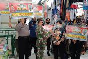 Serda Sarip St, Koramil 02/TB  Bersama Tiga Pilar Bagikan Masker Pada Warga