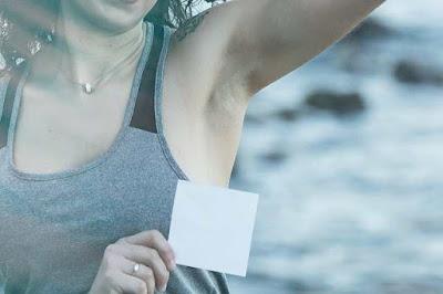 حبة تحت الإبط الأيمن : الأسباب وطرق العلاج