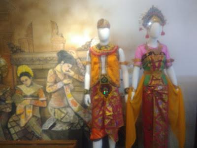 Kostum tari yang bisa dicoba di Kampung Langit