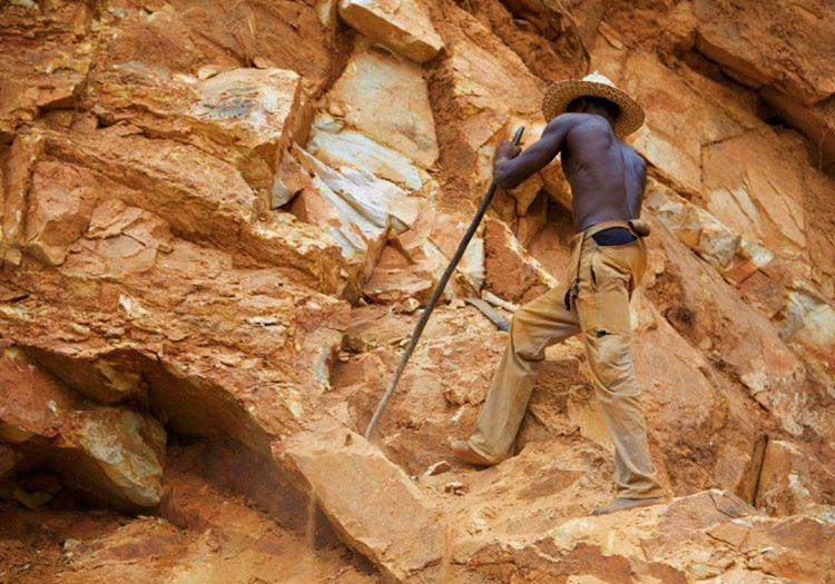 Bir taş işçisi diğer mesleklerde çalışan insanlara göre gün içinde daha fazla yorulmaktadır.