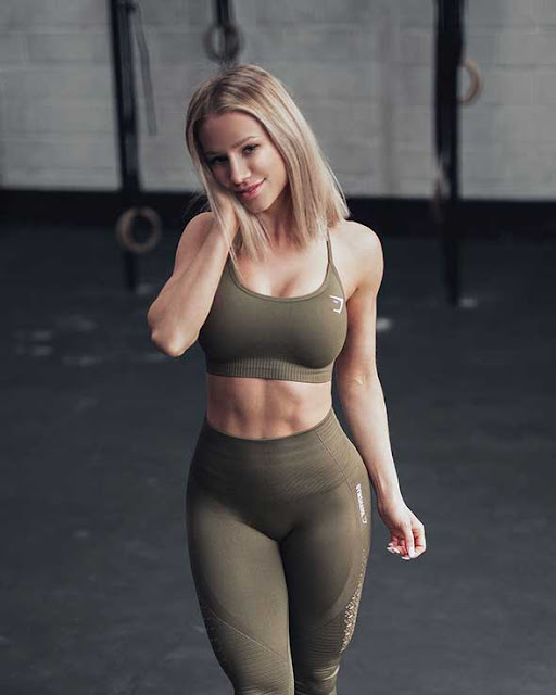 top female fitness models to follow on instagram Robin Gallant