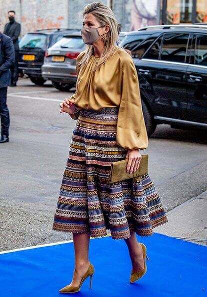 Queen Maxima wore a new ribbon skirt from Lena Hoschek. Ole Lynggaard gipsy earrings