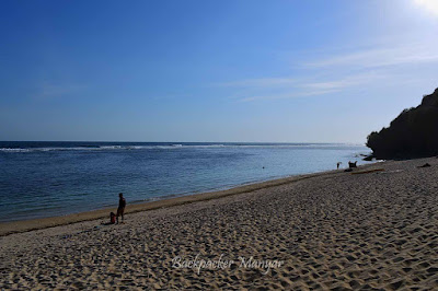 Ketenangan Pantai Gunung Payung - Backpacker Manyar