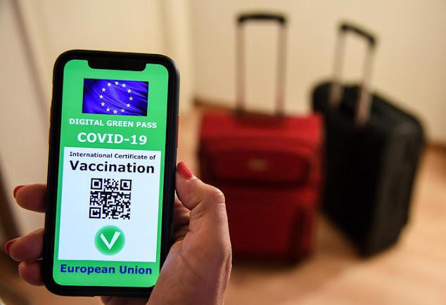"""Sequestrati 10 canali Telegram: """"Green pass"""" falsi e """"Vaccini"""" venduti sul dark web"""