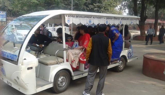 Autobús eléctrico hacia el Taj Mahal