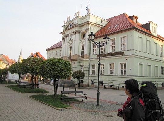 Ratusz w Kowarach wzniesiony w latach 1786-1789.