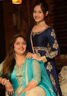 Jannat Zubair Rahmani With Her Mother