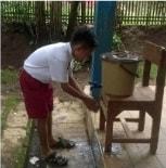 Pancuran sederhana untuk cuci tangan anak sekolah