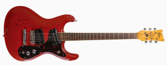 Gitar Mosrite V1 Merah milik Johnny Ramone