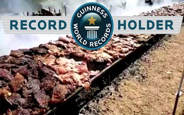 O maior churrasco do mundo, digno do livro dos recordes (Imagem: Reprodução/Youtube)